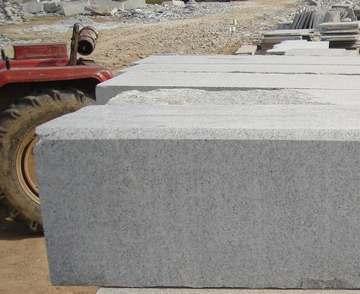 供应芝麻白花岗岩:条石