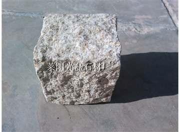 黄锈石自然面小块石